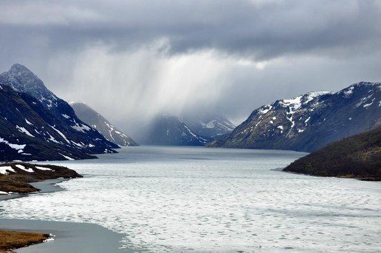 Jotunheimen National Park: It rains (Gjende lake)