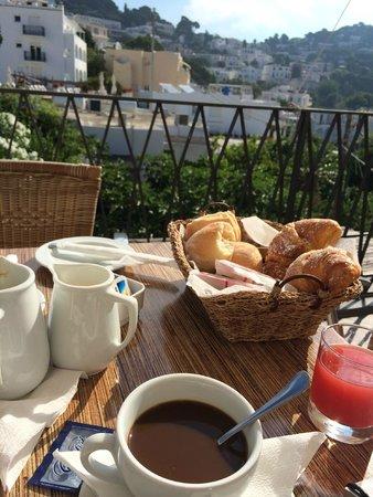 Hotel La Tosca: Breakfast on the terrace