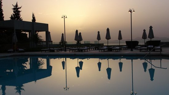 Sheraton Rhodes Resort : Pool at the dusk