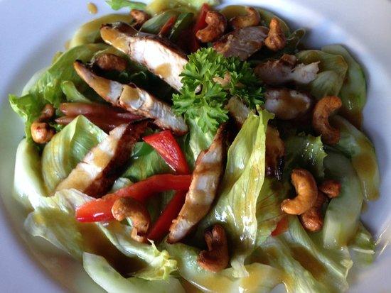 Pradha Villas: salad