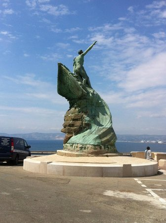 Palais du Pharo : Statue et terrasse