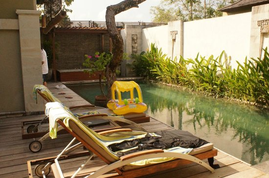 Pradha Villas: great weather for a swim