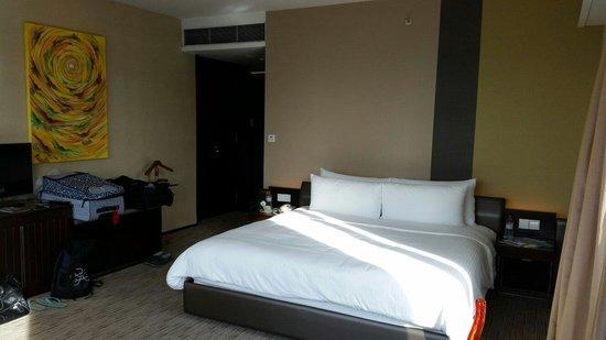 Traders Hotel, Kuala Lumpur : Great size bed