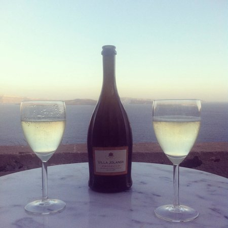 Nostos Apartments: Prosecco on our balcony