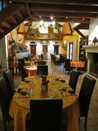 Logis Auberge des Moissons : Dining room