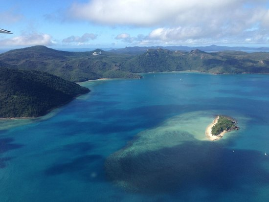 Air Whitsunday Day Tours: Island hopping on the way out to the Reef