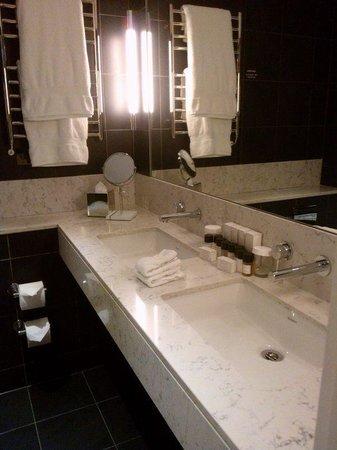 The Nadler Soho: Double sinks