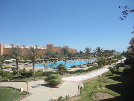 The Three Corners Sunny Beach Resort: ВИД С БАЛКОНА НА БАССЕЙН