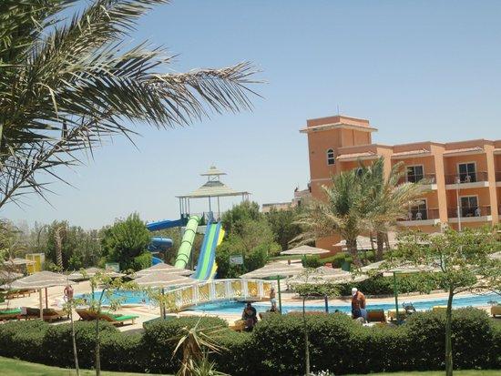 The Three Corners Sunny Beach Resort : ГОРК В БАСЕЙНЕ