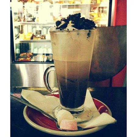 Coffee Plus cafe: Oreo hot chocolate