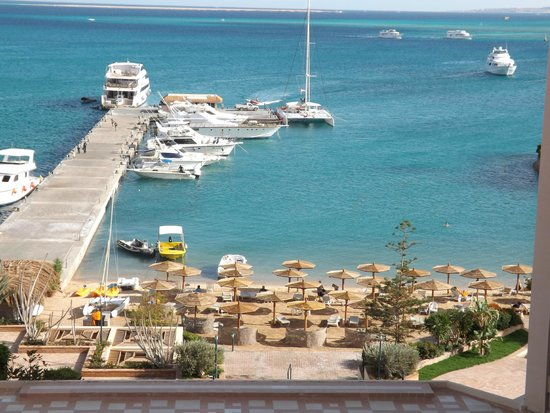 Hurghada Marriott Beach Resort : view of catamaran and a section of private beach