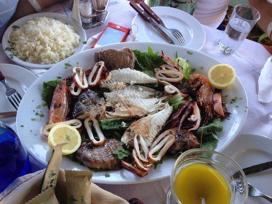 Simos Taverna: Grilled mixed fresh sea food