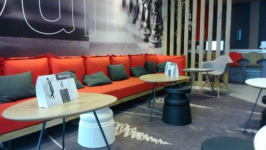 Ibis Lisboa Saldanha: Lounge area