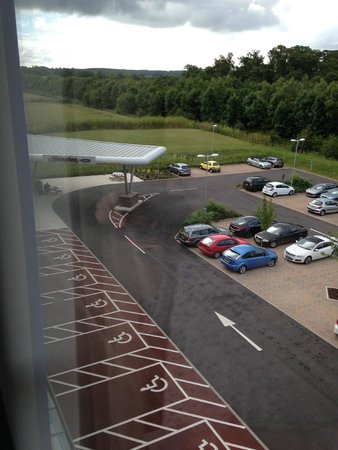 Hampton by Hilton Exeter Airport : cark + entrance