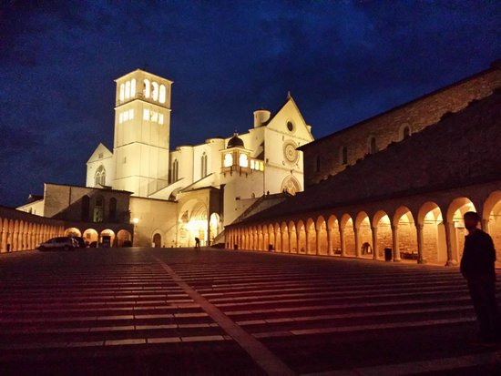 Dal Moro Gallery Hotel: Assisi di notte