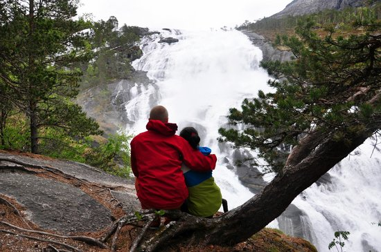 Husedalen Valley: Nyastolfossen waterfall