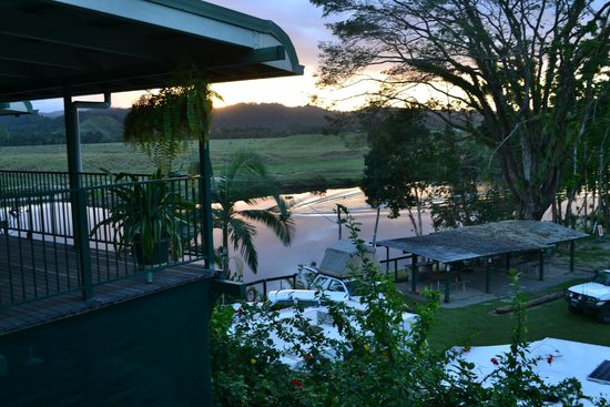 Daintree Riverview Lodges & Camp Ground: Sunset on the Daintree River