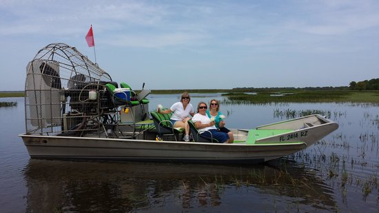 Wild Willy's Airboat Tours: Capt. Dan walked on water to take this photo