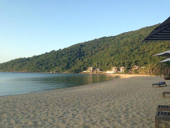 InterContinental Danang Sun Peninsula Resort : View of beach