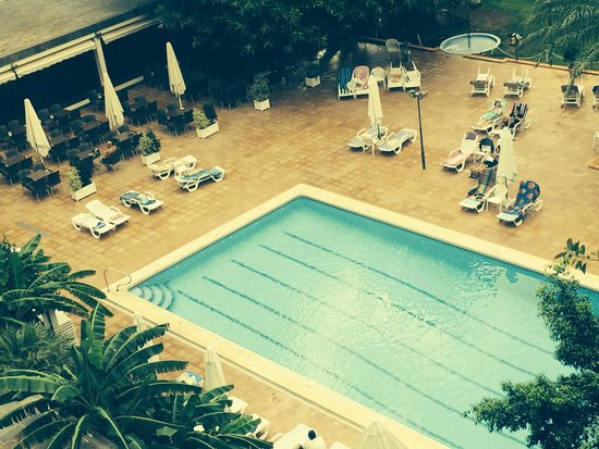 Benilux Park Hotel: Sunbeds were reserved one morning before 9, pool advertised as opening at 10.