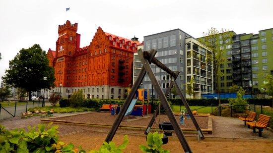 Elite Hotel Marina Tower: Vue de l'hôtel et du contexte.