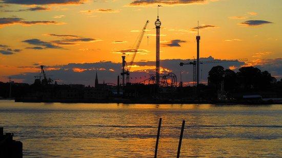 Elite Hotel Marina Tower : Vue sur Djurgården, le soir.