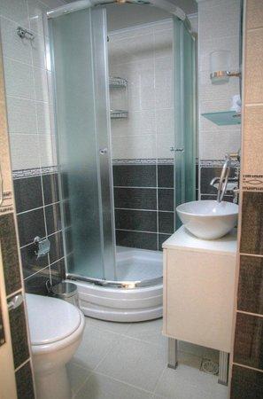 Tamara Suite: şık ve temiz banyolar