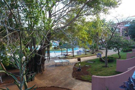 Brisas del Caribe Hotel: Вид на сад и бассейн. Второй этаж.