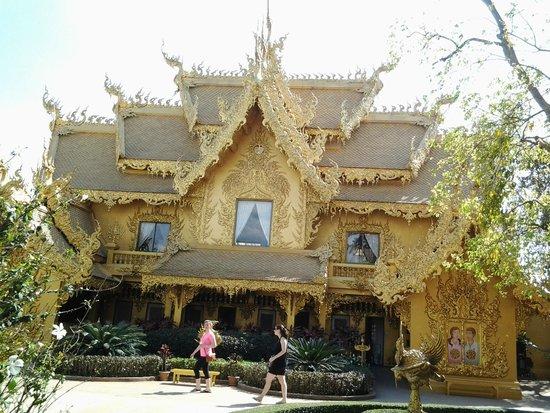 Wat Rong Khun: วัดสีทองที่วัดร่องขุ่น