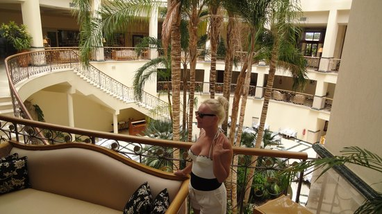 Atlantica Imperial Resort & Spa: Sometimes my husband is photogaphed