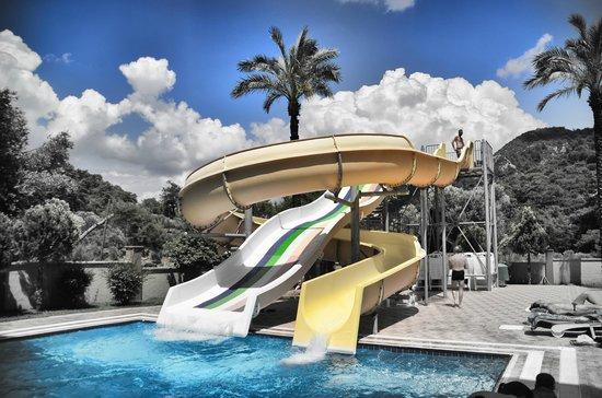 Greenworld Apartments: Greenworld Waterpark