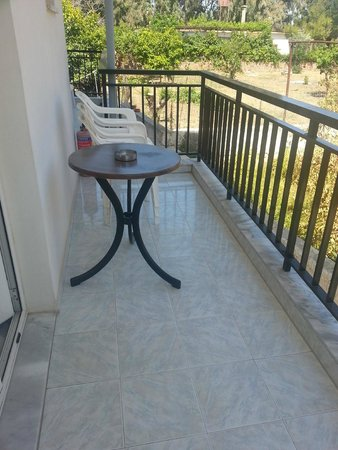 Niriis Hotel: balcony
