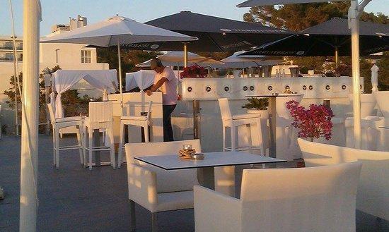 Marina Playa Hotel & Apartments: Live DJ all day