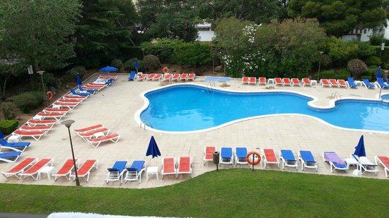 GHT Tossa Park Aparthotel : poolside