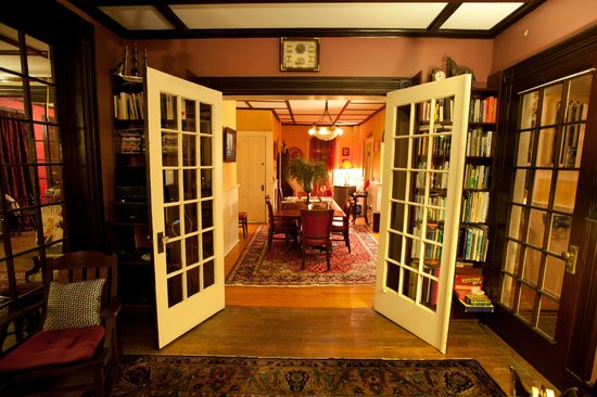 Ruby's Cove Bed and Breakfast: From the Library Lounge towards Diningroom