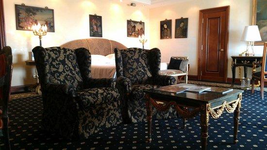 Rome Cavalieri, A Waldorf Astoria Resort : suite