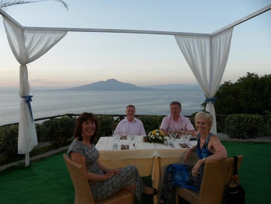 Lo Stuzzichino: Amazing views of Vesuvius