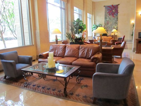 Dallas/Plano Marriott at Legacy Town Center : Part of the comfortable reception area