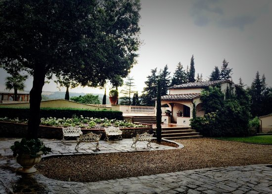Villa la Selva: Outdoor Patios
