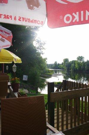 La Maison Du Passeur: view down la Dordogne from the restaurant