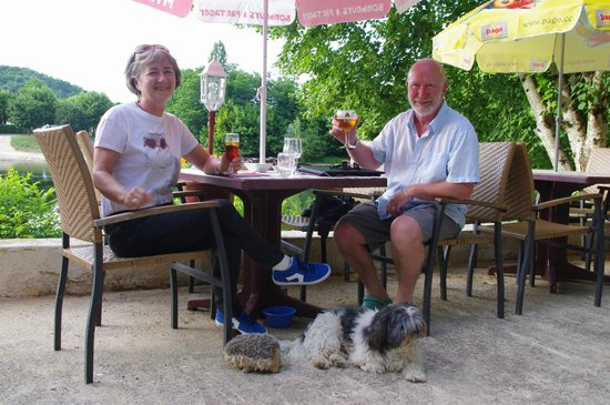 La Maison Du Passeur: at table with the owners dog ... and his cuddly hedgehog