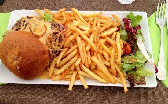 Moko Plage: Burger avec frites, 20€