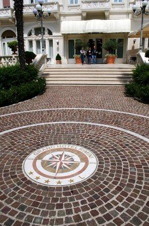 Grand Hotel Rimini: Вход в Grand Hotel со двора