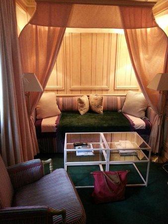 Cazaudehore et La Forestiere: salon de la chambre