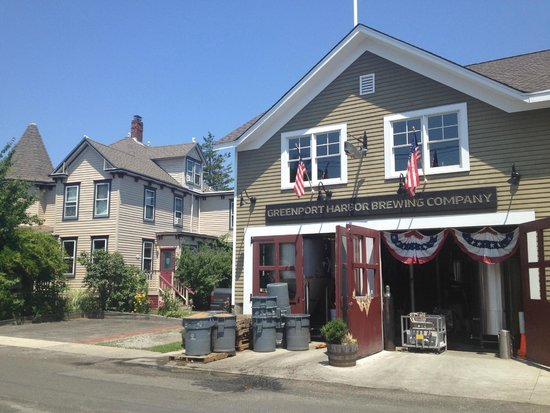 Ruby's Cove Bed and Breakfast: Greenport Harboring Brewery next door to Ruby's Cove