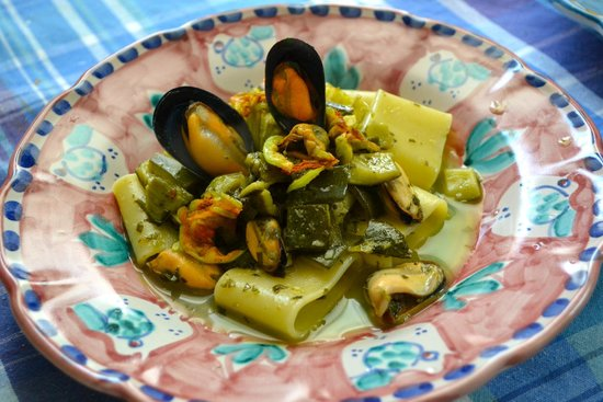 Cooking Class Vincenzino: 3rd course - pasta with mussels, courgette, and courgette flower
