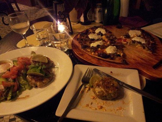 Bingil Bay Cafe: Moorish pizza and fish cakes