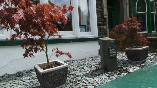 Green Gables Guest House: Front garden area