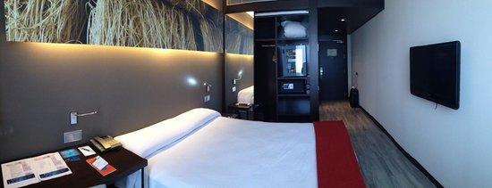 NH Barcelona Diagonal Center : room 425