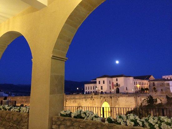 Parador de Ronda: Full moon in a mystical place